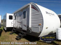 Used 2010  Keystone Hornet 32RLSS by Keystone from AC Nelsen RV World in Shakopee, MN