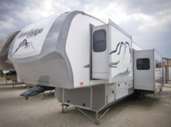 Used 2015  Highland Ridge Mesa Ridge MF384BHS by Highland Ridge from Best Value RV in Krum, TX