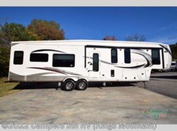 New 2018  Palomino Columbus F377MB by Palomino from Campers Inn RV in Kings Mountain, NC