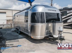New 2018  Airstream International Signature 27FB by Airstream from Vogt RV Center in Ft. Worth, TX