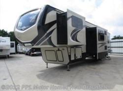 Used 2018  Keystone Montana High Country 374FL by Keystone from PPL Motor Homes in New Braunfels, TX