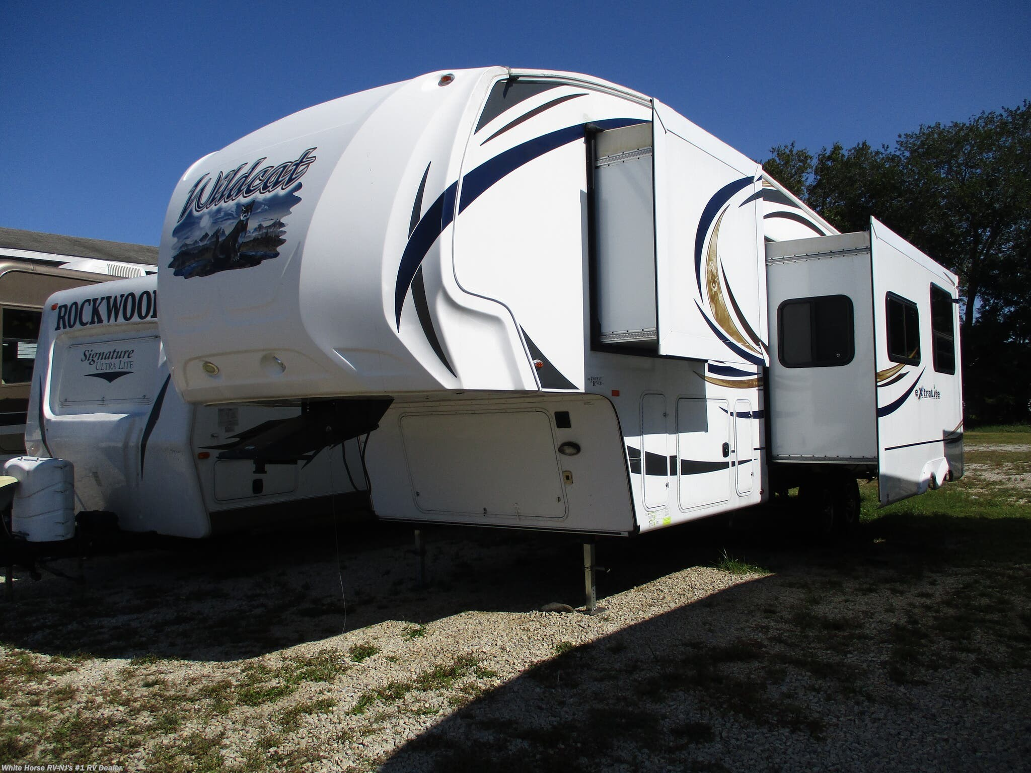 2013 Forest River Wildcat eXtraLite 312BHX 2-BdRM Double Slide, Rear Bunkhouse