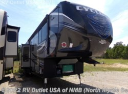 Used 2017  Heartland RV Cyclone CY 4100 KING by Heartland RV from RV Outlet USA of NMB in Longs, SC