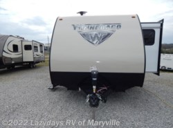 New 2017  Winnebago Minnie 2500FL by Winnebago from Chilhowee RV Center in Louisville, TN