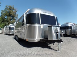 New 2018 Airstream International Signature 25FBQ Queen available in Lakewood, New Jersey