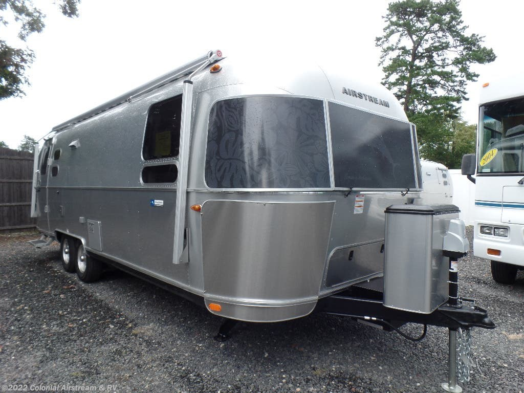 f1c68e16e5 2019 Airstream RV Tommy Bahama 27FBQ Queen for Sale in Lakewood