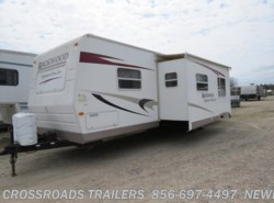 Used 2010  Forest River Rockwood Signature Ultra Lite 8313SS by Forest River from Crossroads Trailer Sales, Inc. in Newfield, NJ